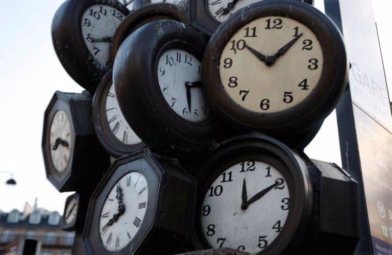 Αλλαγή ώρας: Η επίσημη ανακοίνωση για το πότε πάμε μία ώρα πίσω τα ρολόγια  - Antenna Star
